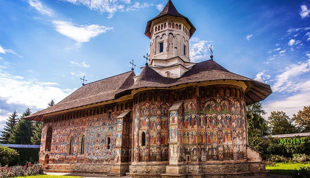 Manastirea_Moldovita,_vedere_laterala_1024x762