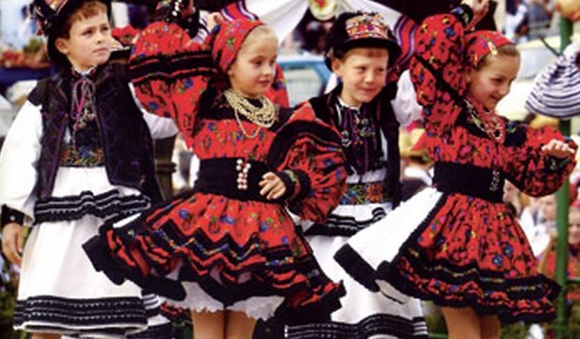 rumaenien-kindergruppe-web_840x768